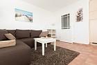 Wohnraum mit Sitz-und Schlafgarnitur