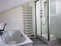 Vollbad und Dusche-WC